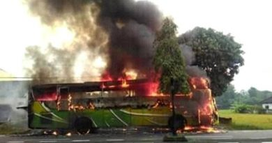 bus siswa sidoarjo terbakar facebook