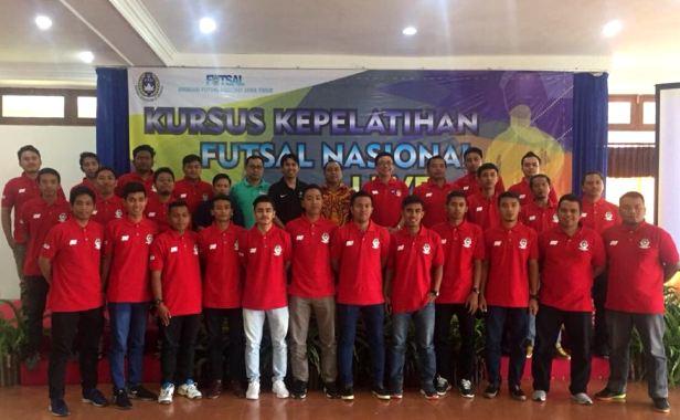 pelatih kursus nasional