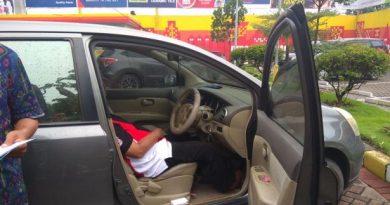 meninggal di mobil