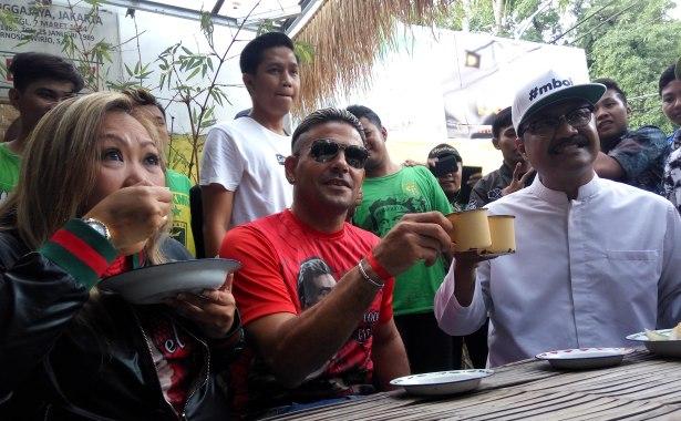 Pertemuan Gus Ipul – Cristian Gonzales Ditemani Kopi dan Ketan Punel