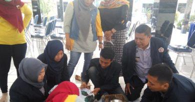 Mahassiwa UWP Ikut Membuat Batik Di Desa karangjati Pandaan Pasuruan