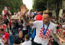 <span style='color:#ff0000;font-size:12px;'>Piala Dunia 2018 </span><br> Ratusan Ribu Warga Sambut Kedatangan Timnas Kroasia, Dua Jet Tempur Kawal Luka Modric Dkk