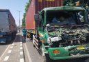 Kecelakaan Beruntun Libatkan Dua Truk, Satu Mobil Melarikan Diri