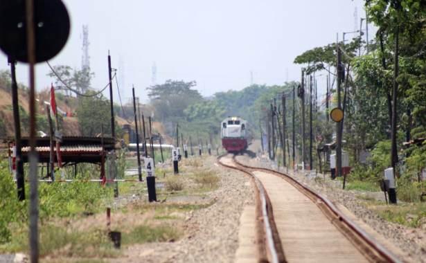 kereta api di porong