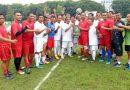 Pangdam Cetak Gol di Eksibhisi Sepak Bola Pamen Kodam V Brawijaya dan PWI Jatim