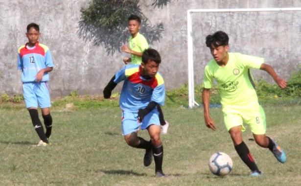 <span style='color:#ff0000;font-size:12px;'>Dreams Come True U-16 2019 Regional Jawa Timur  </span><br> Sinar Harapan Kontra PS Jenggolo Berebut Tiket Terakhir Grup E