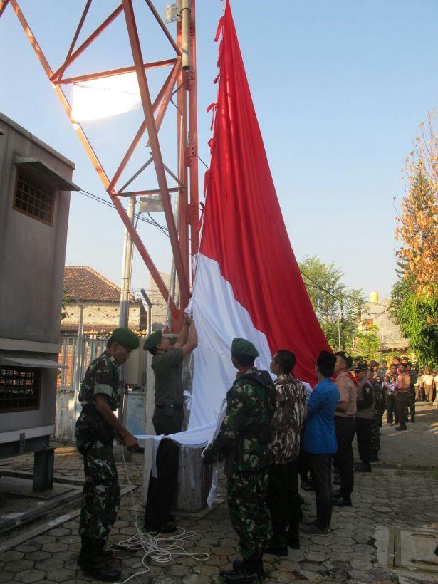 bendera raksasa 1