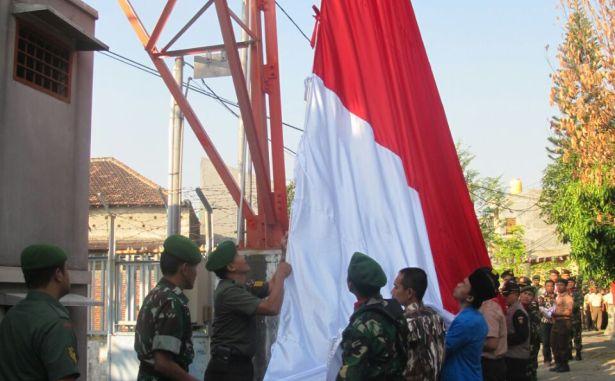 bendera raksasa