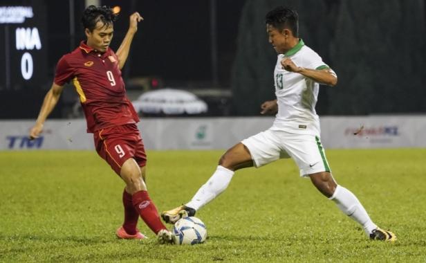 Football match between Vietnam vs Indonesia during Football 29th SEA Games at Selayang Stadium on 22 August 2017. Photo by Naim Mahamud / MASOC