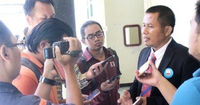 2- Nun Jamianto saat diwawancarai oleh wartawan terkait Program Revolusi Mental