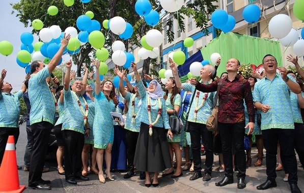 a4_Pelepasan balon menandai resmi dibukanya kantor agency Star Premier Sidoarjo