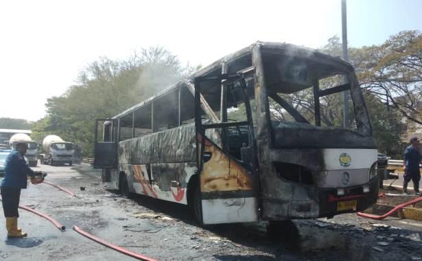 bus akas terbakar