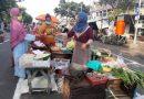 Terapkan Physical Distancing dan Social Distancing, 84 Pedagang Pasar Pegirian Surabaya Jualan di Jalan Nyamplungan