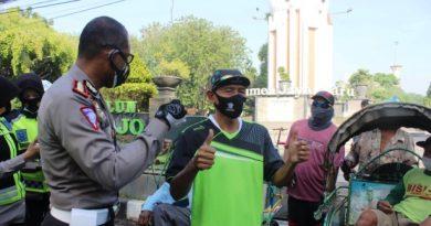 dirlantas jatim bagi masker