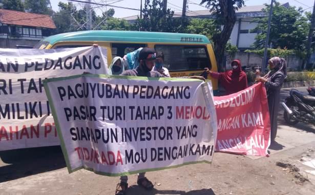 pedagang pasar turi demo