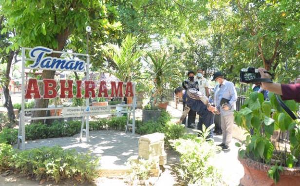 hudiono ke taman abhirama
