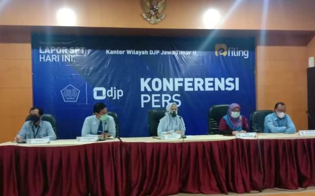 lusiani konferensi pers