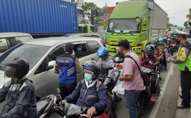 polisi bagi masker1