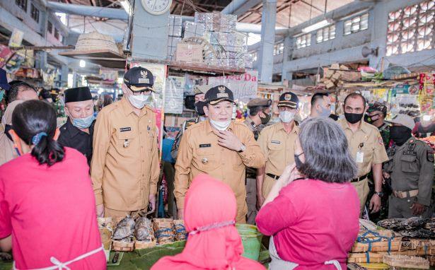 Jelang Lebaran: Bupati dan Wabup Jember Sidak Pasar Tanjung dan Pasar Mangli